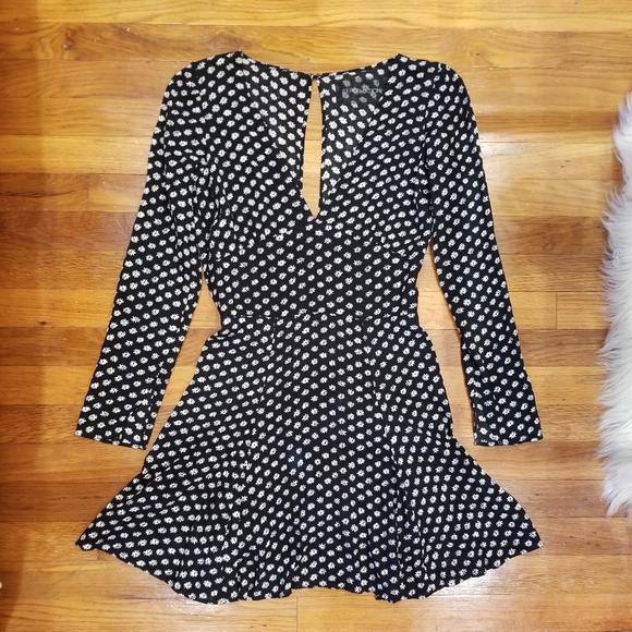 Reformation Dresses & Skirts - 🌼 Reformation V-Neck Daisy Mini Dress